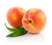 Fresh peach fruits with green leaves — Stock Photo
