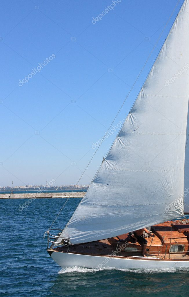 White sailing boat at sea — Stock Photo #6606225