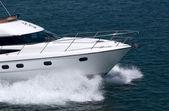 Bílé rychlosti motorová jachta — Stock fotografie