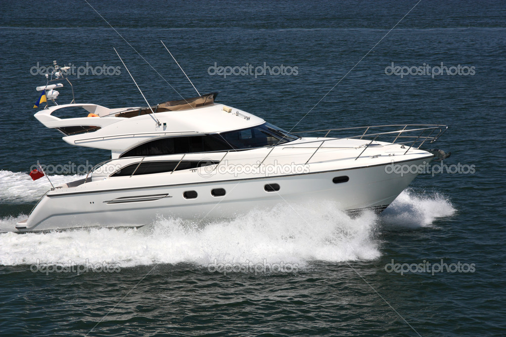 White speeding motor yacht at sea — Stock Photo #6616999