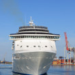 White cruise ship — Stock Photo