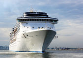 White cruise liner — Foto Stock