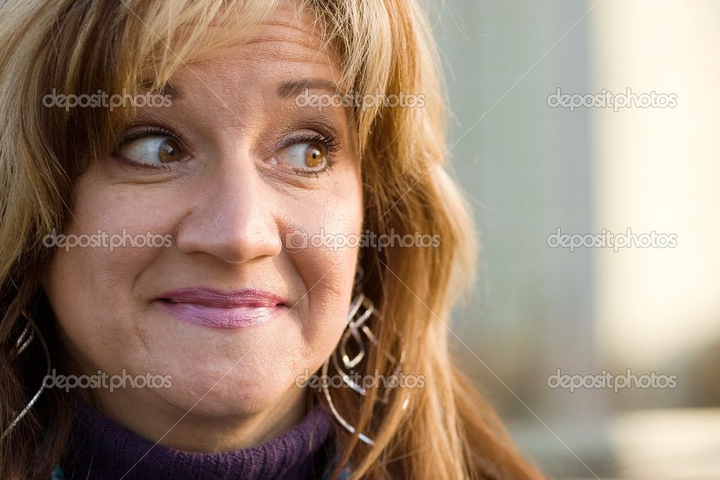 A pretty middle aged woman with a very sincere smile. — Stock Photo #6670333