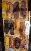 Colorful arabic shoes alignment in a shop — Stock Photo