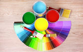 Open tin cans with paint, brushes and palette — Foto Stock