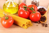 Pasta spaghetti with tomatoes, olive oil, peper and basil on a — Stock Photo