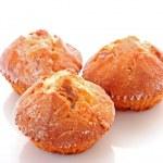 Three cupcakes on white background — Stock Photo #6675119