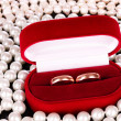Wedding rings in a box and pearls — Stock Photo