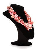 Collana di perle rosa isolato su bianco — Foto Stock