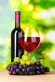 Olgun üzüm, şarap ve şarap — Stok fotoğraf