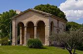 Starověké stavby v místě christophe colomb, montpellier — Stock fotografie