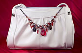 White handbag with necklace of semiprecious gems — Foto Stock