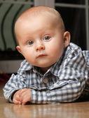6 months male child sitting on floor — Stock Photo