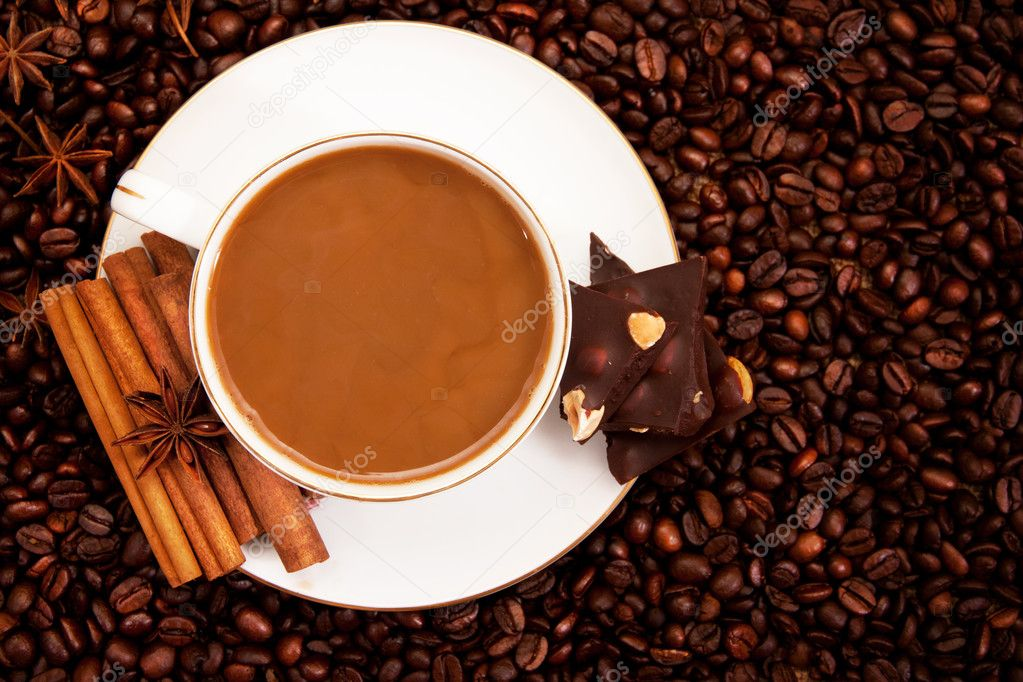 Cup of hot coffee standing on coffee beans — Stock Photo #6692927