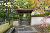 Gate and Pathway in Japanese Garden — Stock Photo