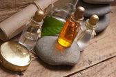 Fläschchen mit Parfüm Öle im Duft-Labor