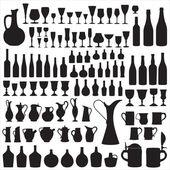 Diversi tipi di contenitori per lo stoccaggio, riempimento e bere vino