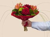 Csokor vörös rózsa és alstroemeria