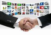 Tech tv video kommunikáció képernyő kézfogás