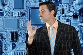 Geek prodejce muž ok gesto elektronika obchod