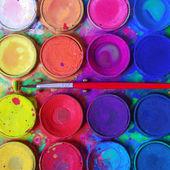 Rendetlen festékek