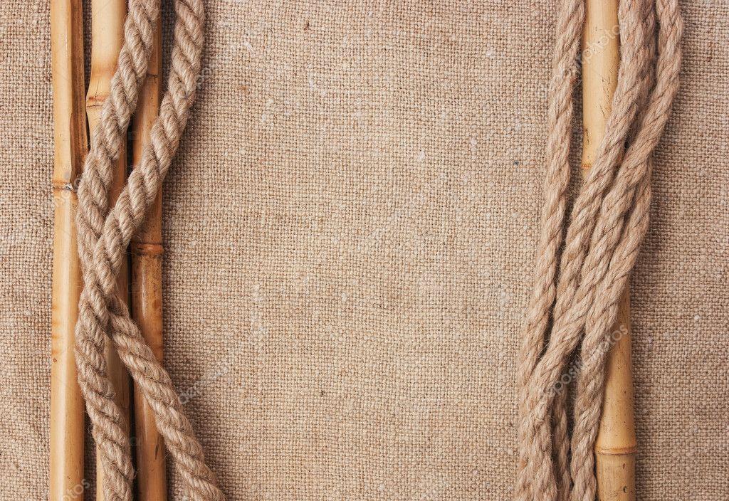 marco hecho de bambú y cuerdas con un lienzo de arpillera — Fotos de ...