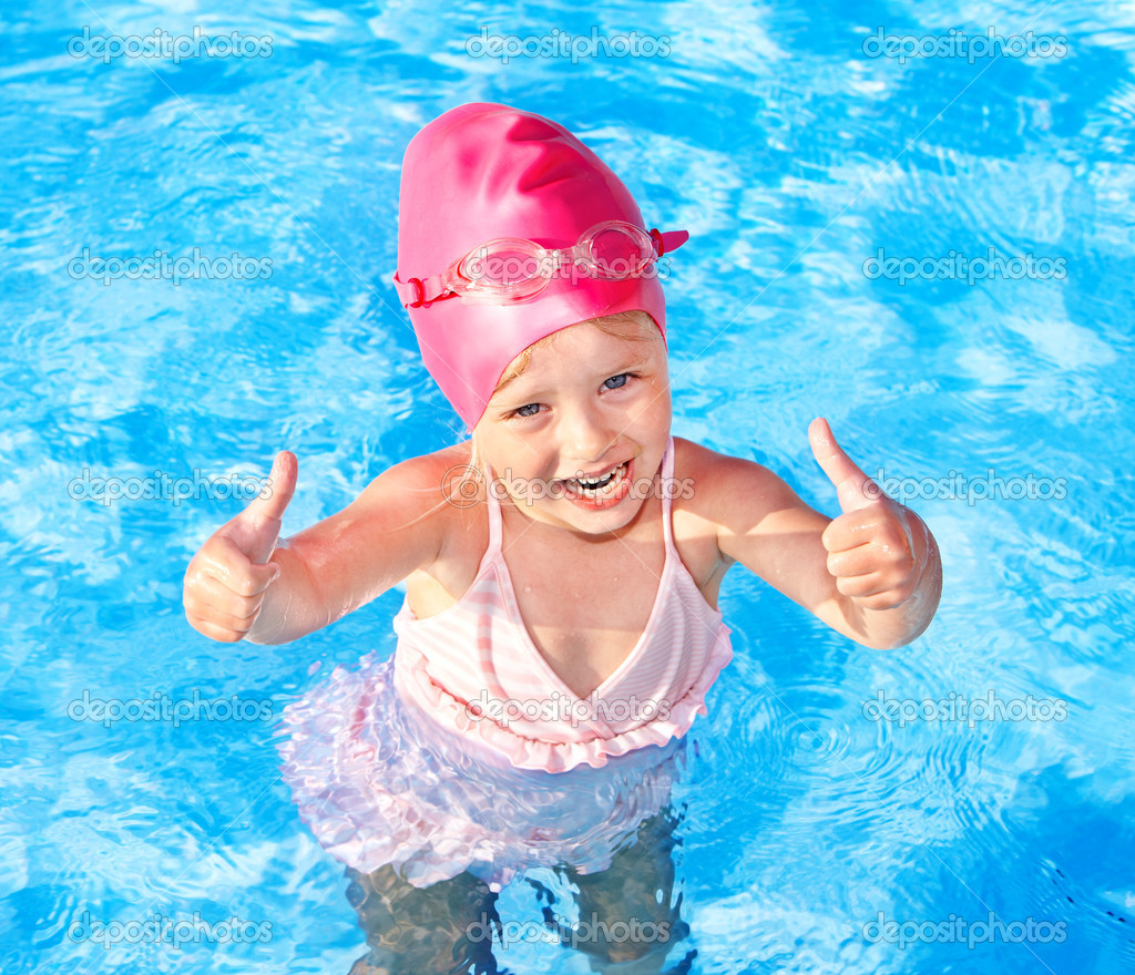 gyerek úszás medencében — Stock Fotó © poznyakov  5736161 1c3220d549