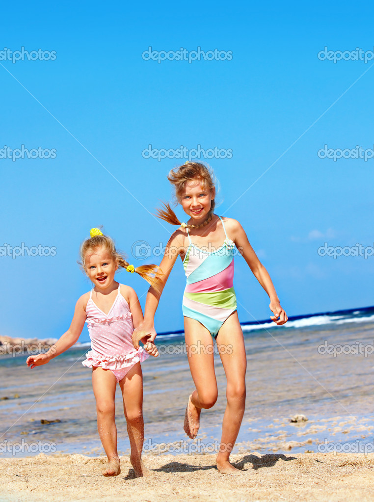 Children Holding Hands Running On Beach Photo By Poznyakov