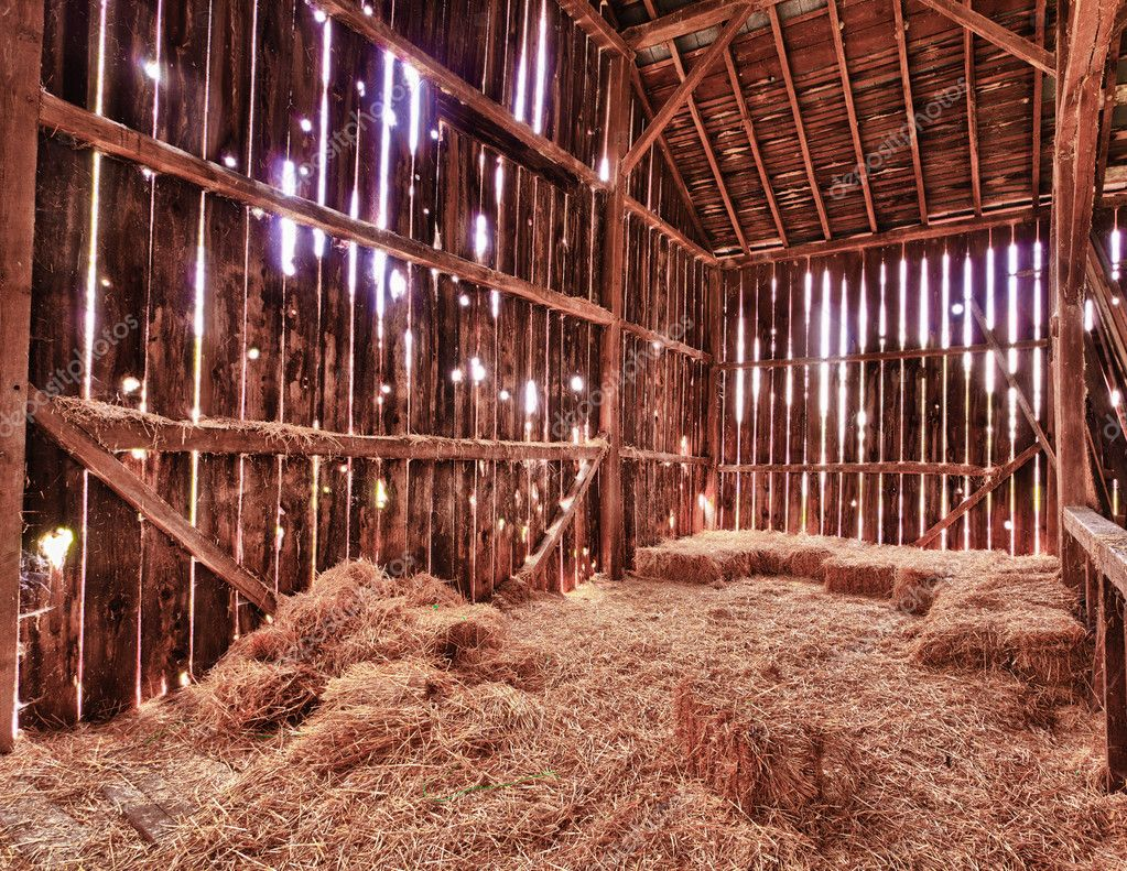 Interior of old barn with straw bales stock photo for Afbeeldingen interieur