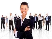 portrét úspěšná podnikatelka a obchodní tým na setkání úřadu