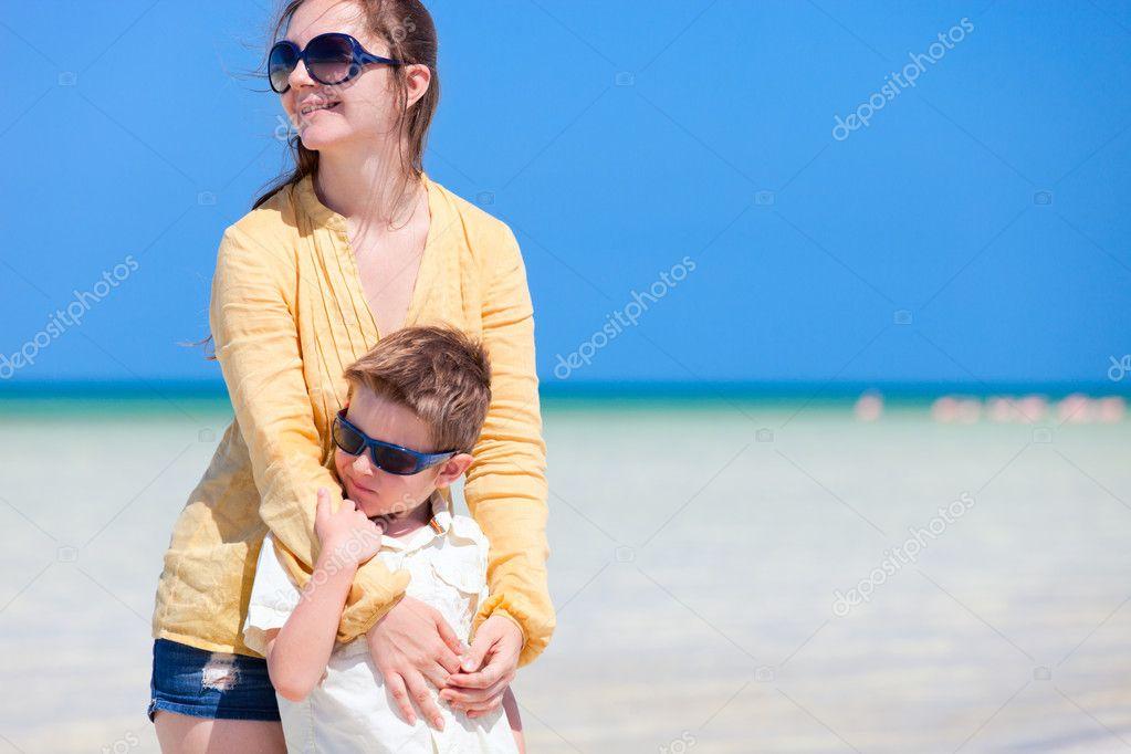 Мать и сын на отдыхе