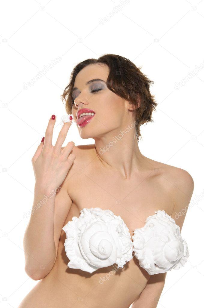 Женщина со сливками на груди фото #15