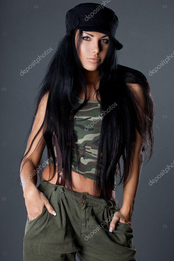 Сексуальные гламурные девушки в военной форме