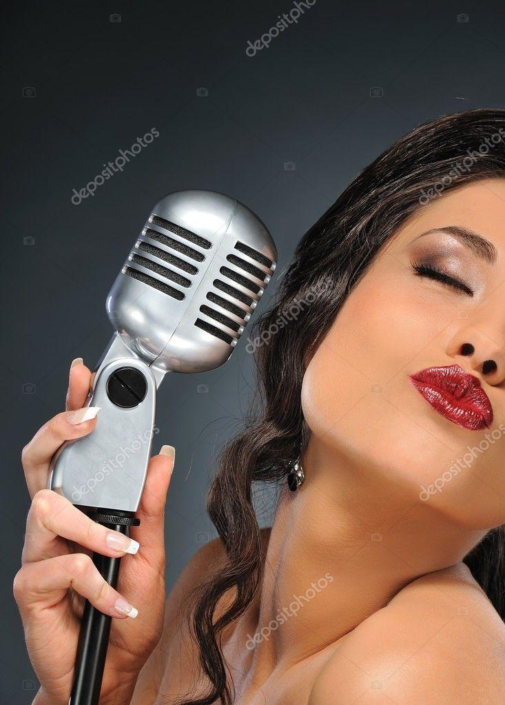 shlyushki-s-mikrofonom-foto-muzhiki-trogayut-za-zhopu-russkih-bab