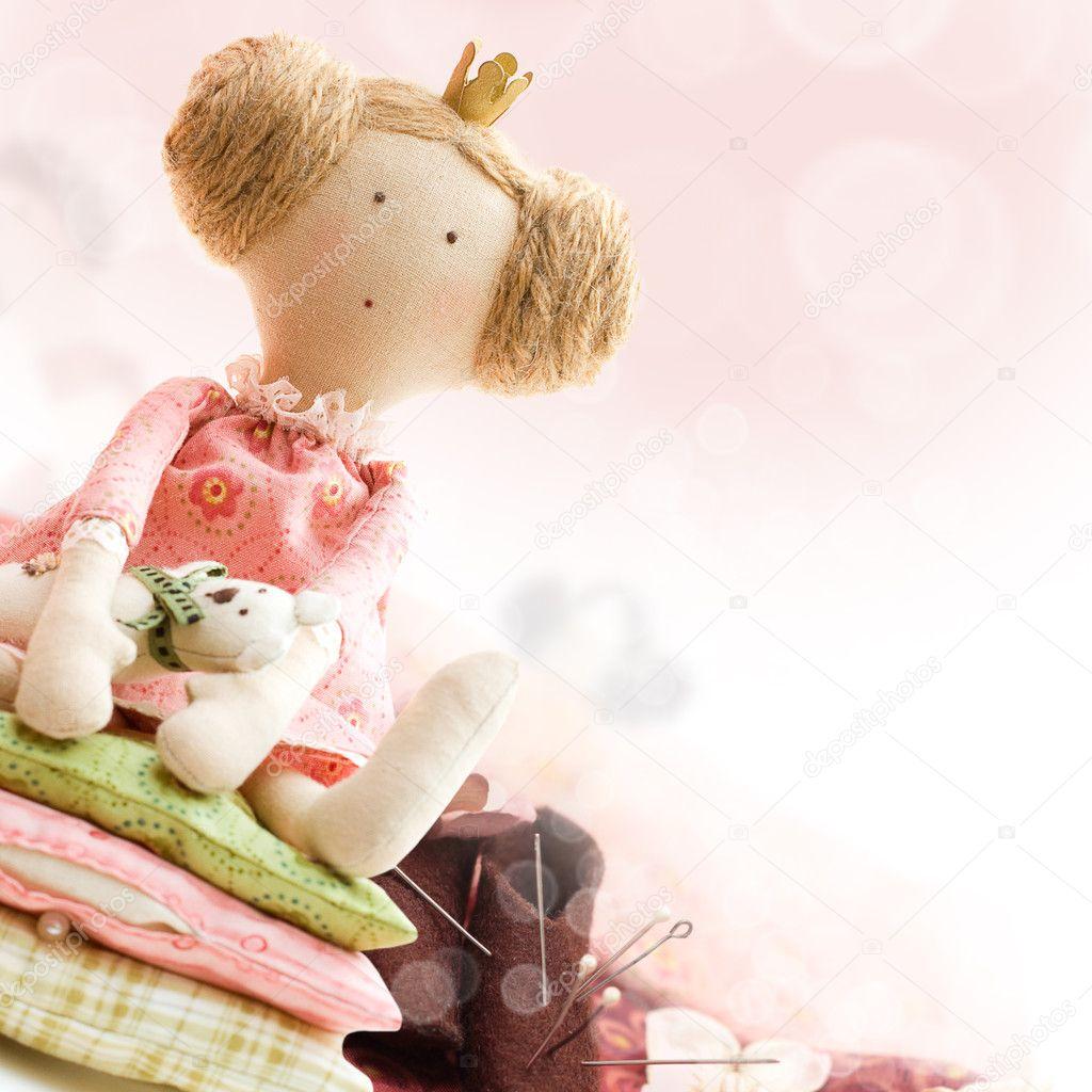 puppe prinzessin und textil- und nähen zubehör — Stockfoto © Artmim ...