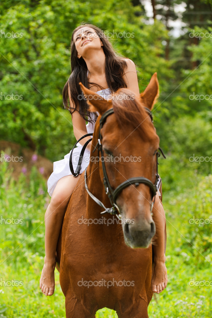https://static6.depositphotos.com/1003410/630/i/950/depositphotos_6304304-stock-photo-young-smiling-woman-riding-horse.jpg