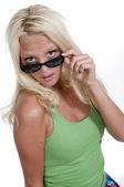 žena v sluneční brýle