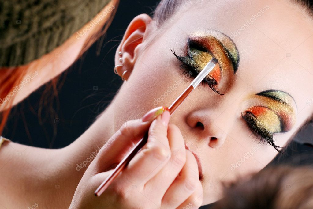 Making Beautiful Make Up