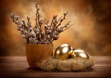 Easter - Golden eggs in the nest