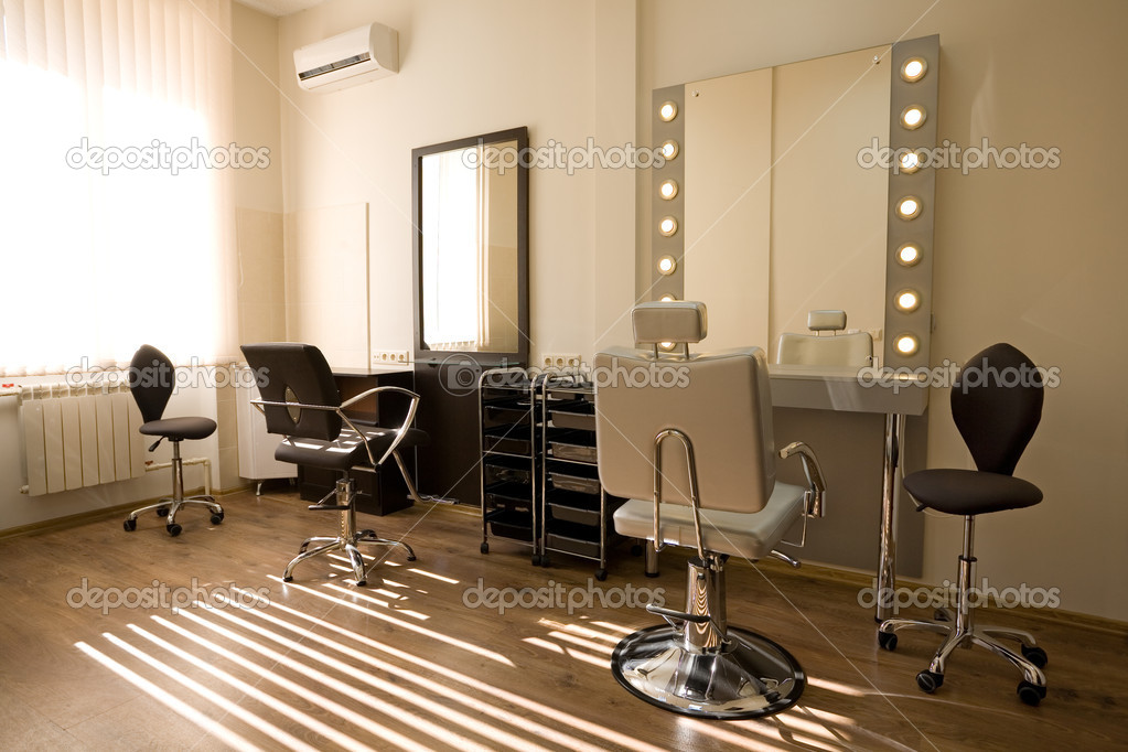 moderne Salon Make-up Artist und Friseur — Stockfoto © Stas_K #5746909