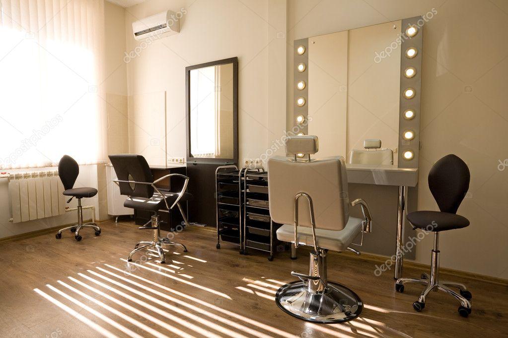 coiffeur et maquilleur de salon moderne — Photographie Stas_K © #5746909