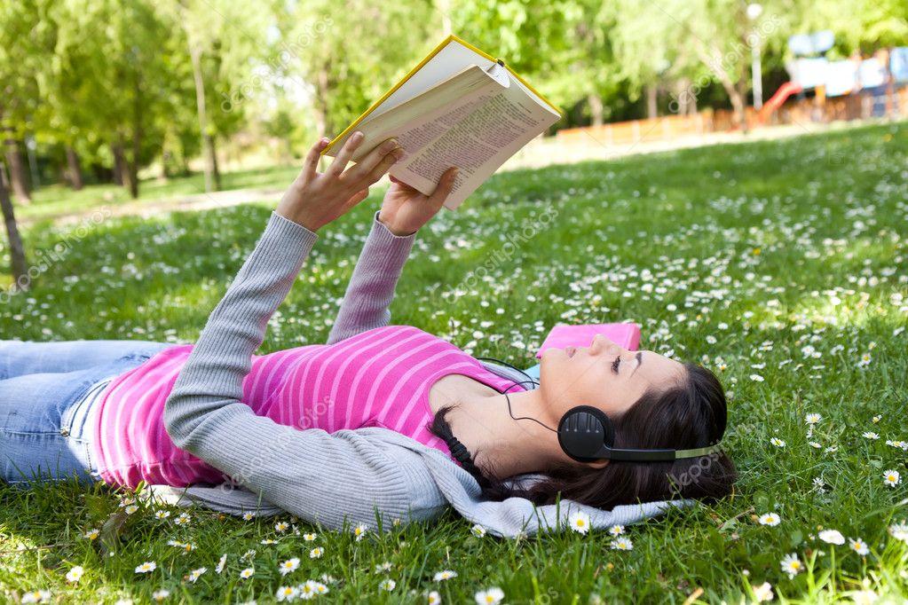 Видео девушки на природе расслабляются фото 121-281