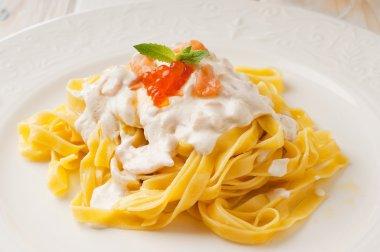 Pasta with salmon and cream sauce