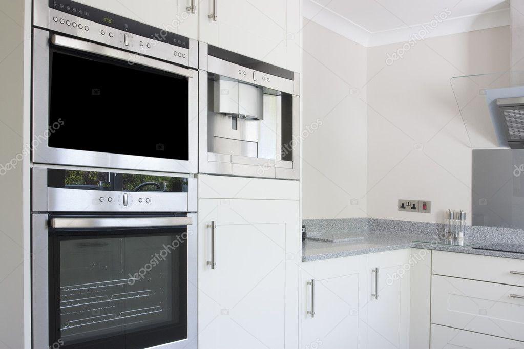 moderne Küche aus Edelstahl Backofen — Stockfoto © Joingate #5611041