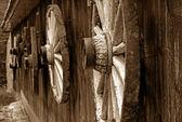 Fotografia ruota di carro rustico