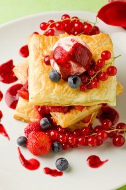 Puff pastry with berries and ice cream