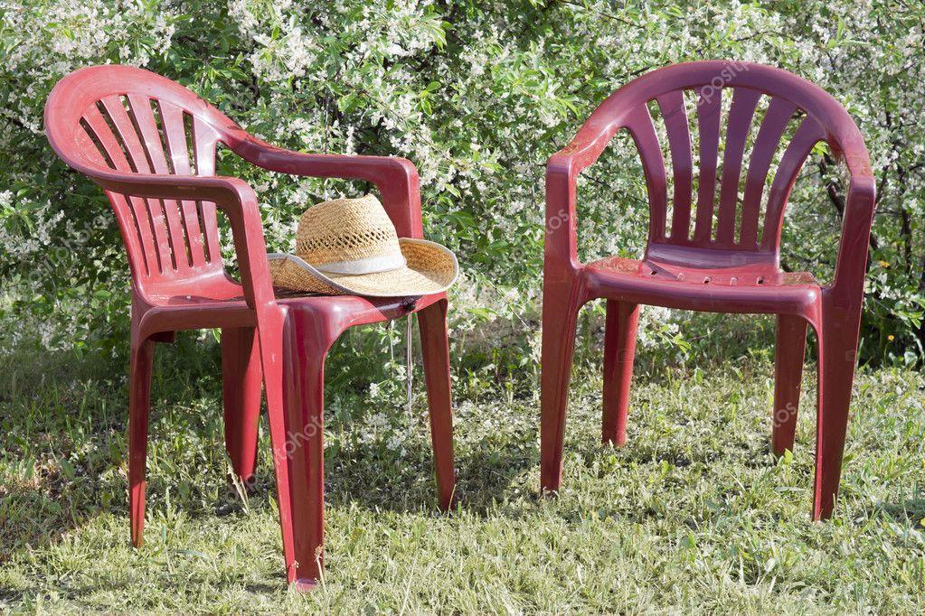 Sedie In Plastica Stock.Sedie Di Plastica Nel Giardino Foto Stock C Sever180 5762052