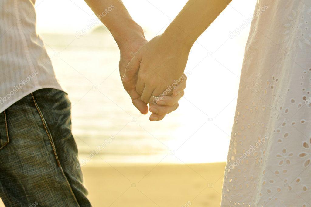 некоторых своих как пары держатся за руки психология подборка фактов