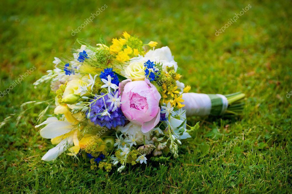 Hochzeitsstrauss Mit Wildblumen Stockfoto C Kristina888 6080636