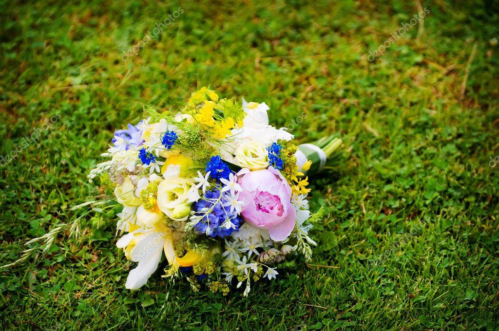 Hochzeitsstrauss Mit Wildblumen Stockfoto C Kristina888 6080638